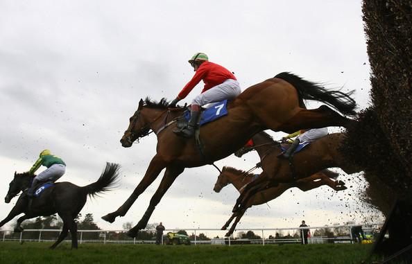Fontwell racecourse is situated in West Sussex, due to the unique ...: http://www.drawbias.com/Jumps/Fontwellj.html